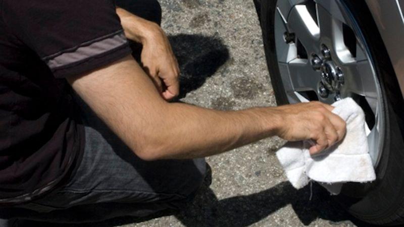 น้ำยาขัดเงายางแบบและรถยนต์สไตล์ DIY ใคร ๆ ก็ทำได้