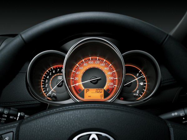 Toyota New Yaris 2014 15 Toyota New Yaris 2014 ราคา โปรโมชั่น ตารางผ่อน ผ่อนเริ่มต้น 5,700 บาท