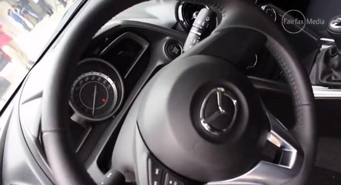 มาแล้วภายใน Mazda 2 Skyactiv VDO ตุลาคม 2557 เจอกัน