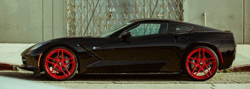 แต่งรถยนต์สีดำให้โดดเด่นด้วยล้อ 5 โทนสี ที่แตกต่าง