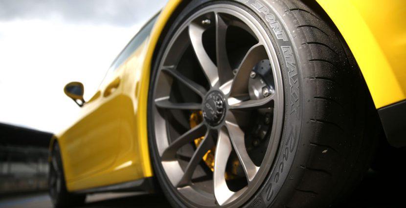Dunlop Sport Maxx Race 2 ยางกึ่ง slick