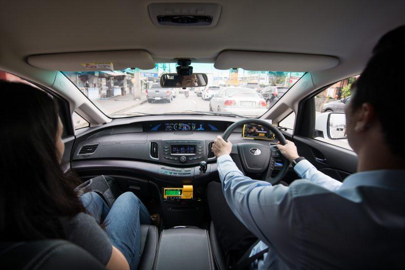 """ไรเซน เอนเนอร์จี ส่งมอบ """"อีวี แท็กซี่ วีไอพี"""" 101 คันแรกประจำการสนามบินสุวรรณภูมิ"""